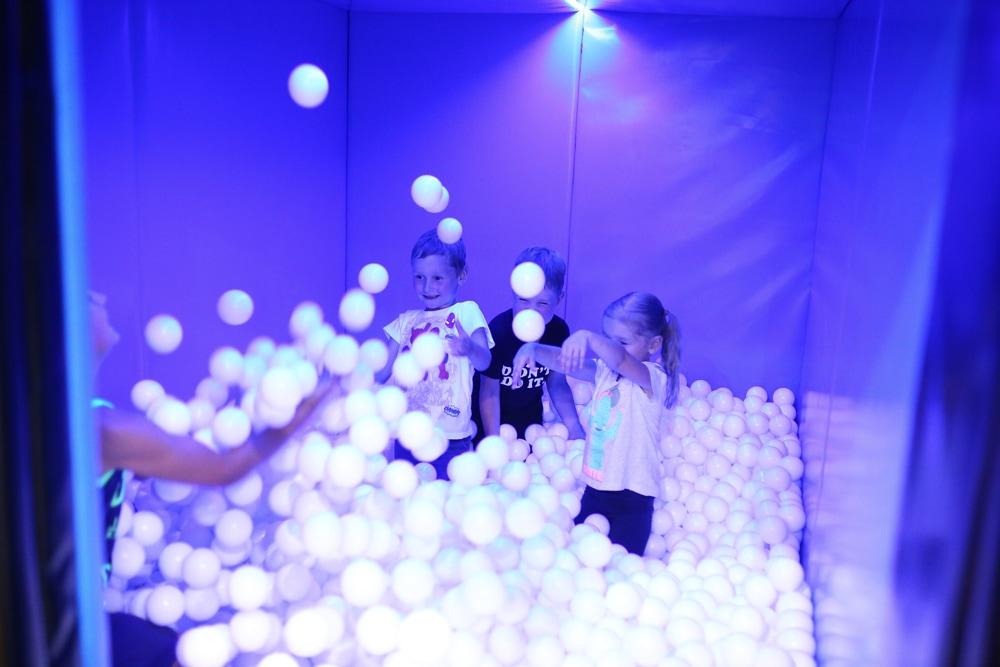 Яма с шариками